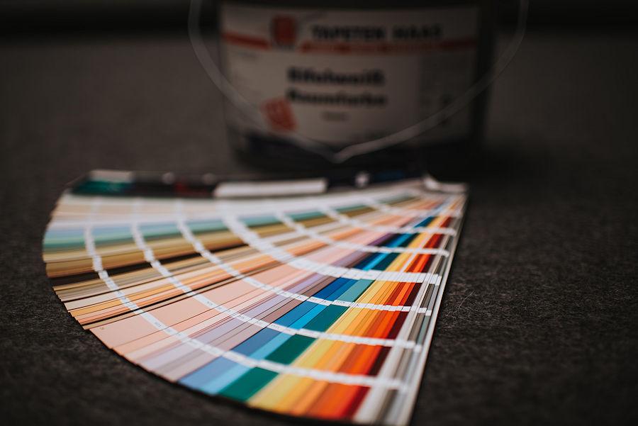Farben und Lacke - Komplettes Spektrum an Lacken, Innen- und Fassadenfarben